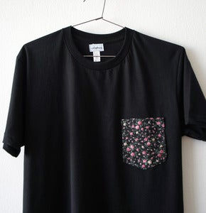 Image of LIBERTY FLOWERS POCKET TEE (black)