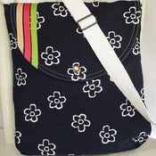 Image of White Daisy on Navy