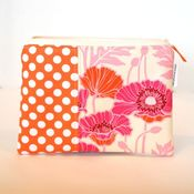 Image of e-reader case - pristine poppy in magenta