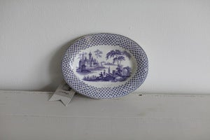 Image of 1850s little oval plate