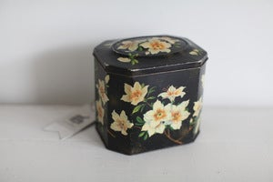 Image of 1950s biscuit tin